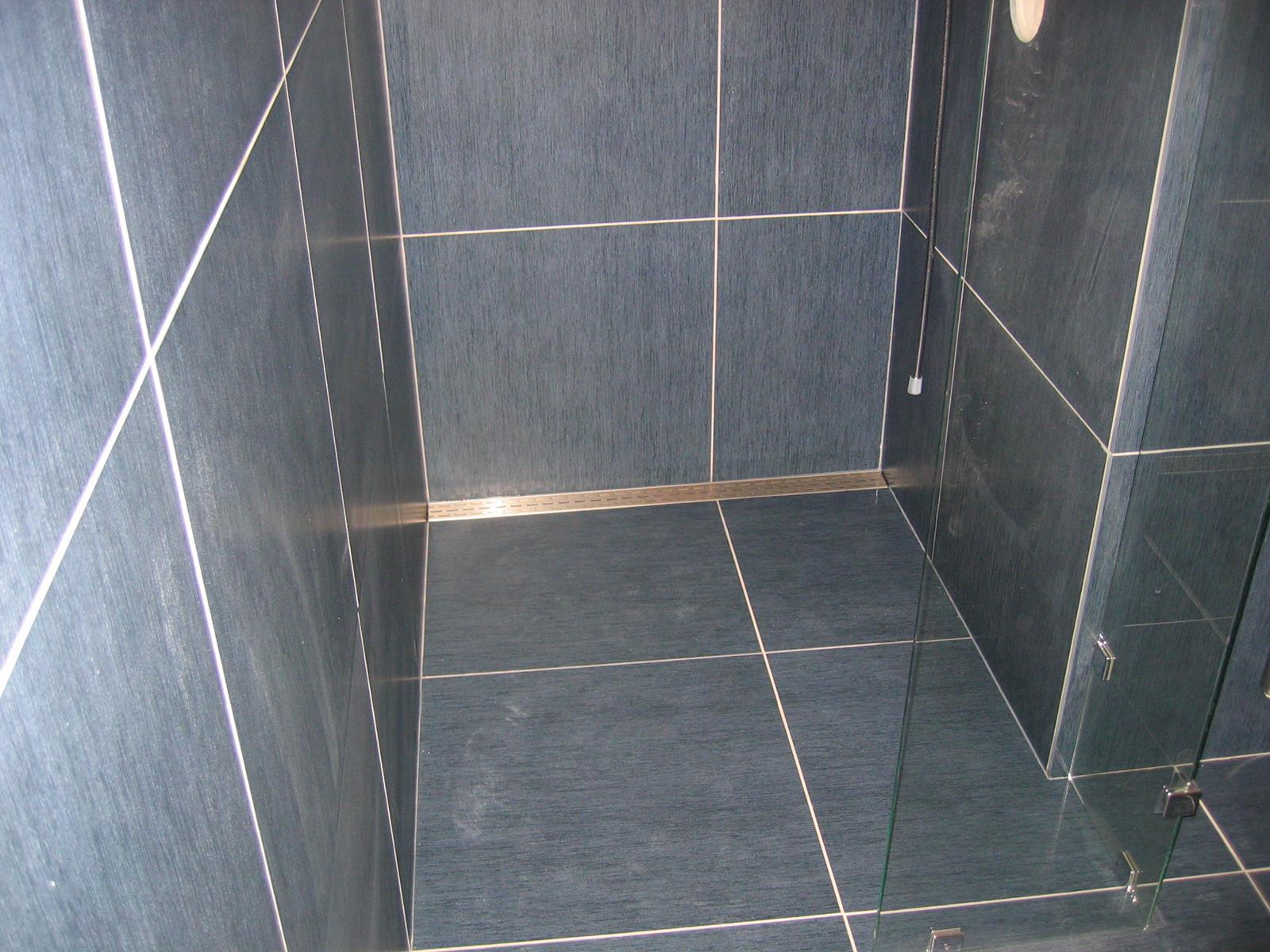 Badkamer Vloeren Natuursteen: Natuursteen badkamer lisse.